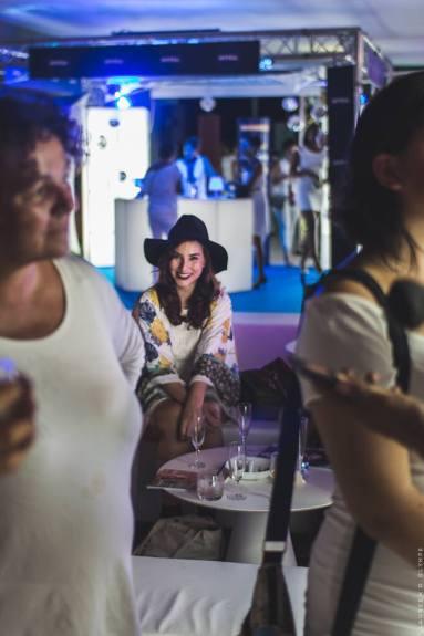 Marine Brunet, blogueuse mode a apprécié siroter sa coupe de Veuve Clicot